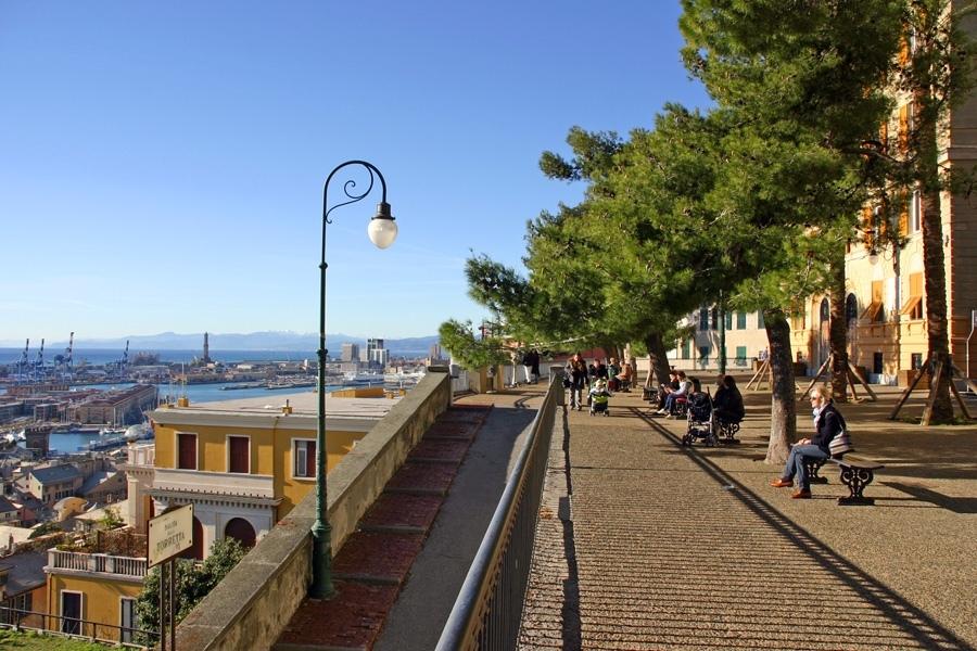 Per chi voglia visitare Genova venendo da fuori, Spianata Castelletto e suoi dintorni