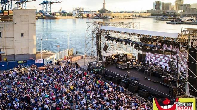Musica acqua e fuoco concerto di mezza estate. Arena del Mare direzione di Andrea Battistoni