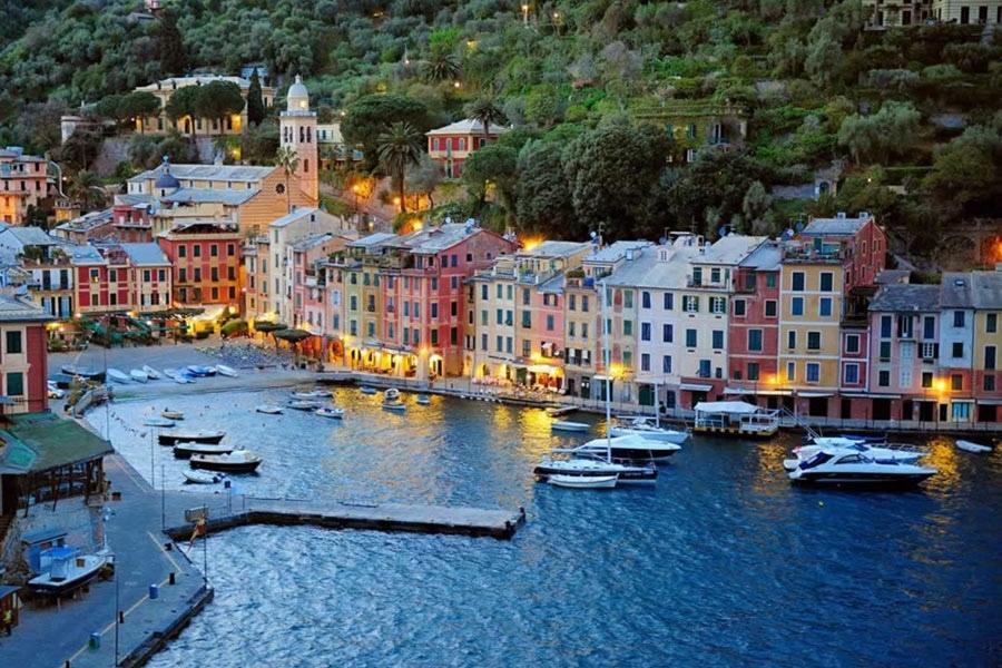 Portofino una fra le perle del Mediterraneo è da sempre residenza e meta per il bel mondo
