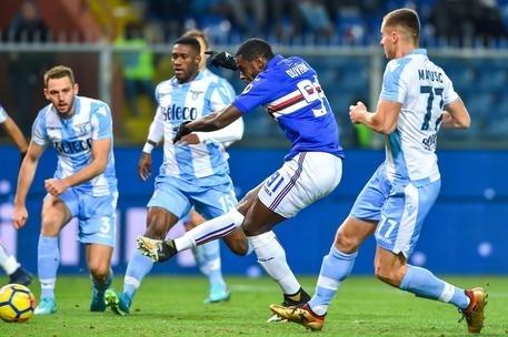 La Samp lascia spazio alla Lazio nel finale ed è punita 1-2 per i biancocelesti alla fine