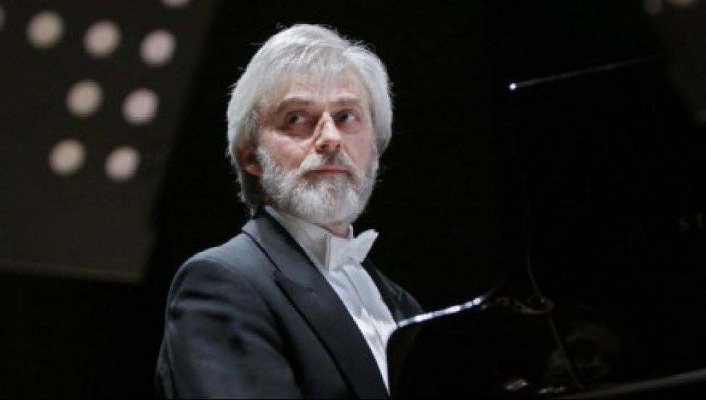Al Carlo Felice un direttore ed un pianista di grande livello G. Novak e K. Zimerman
