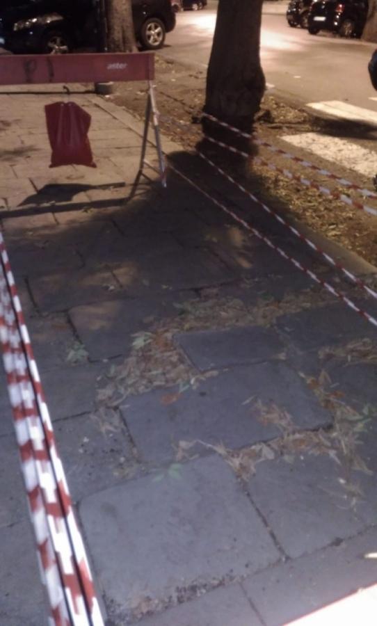 Una interruzione in corso Magenta nei pressi giardini Aldo Acquarone