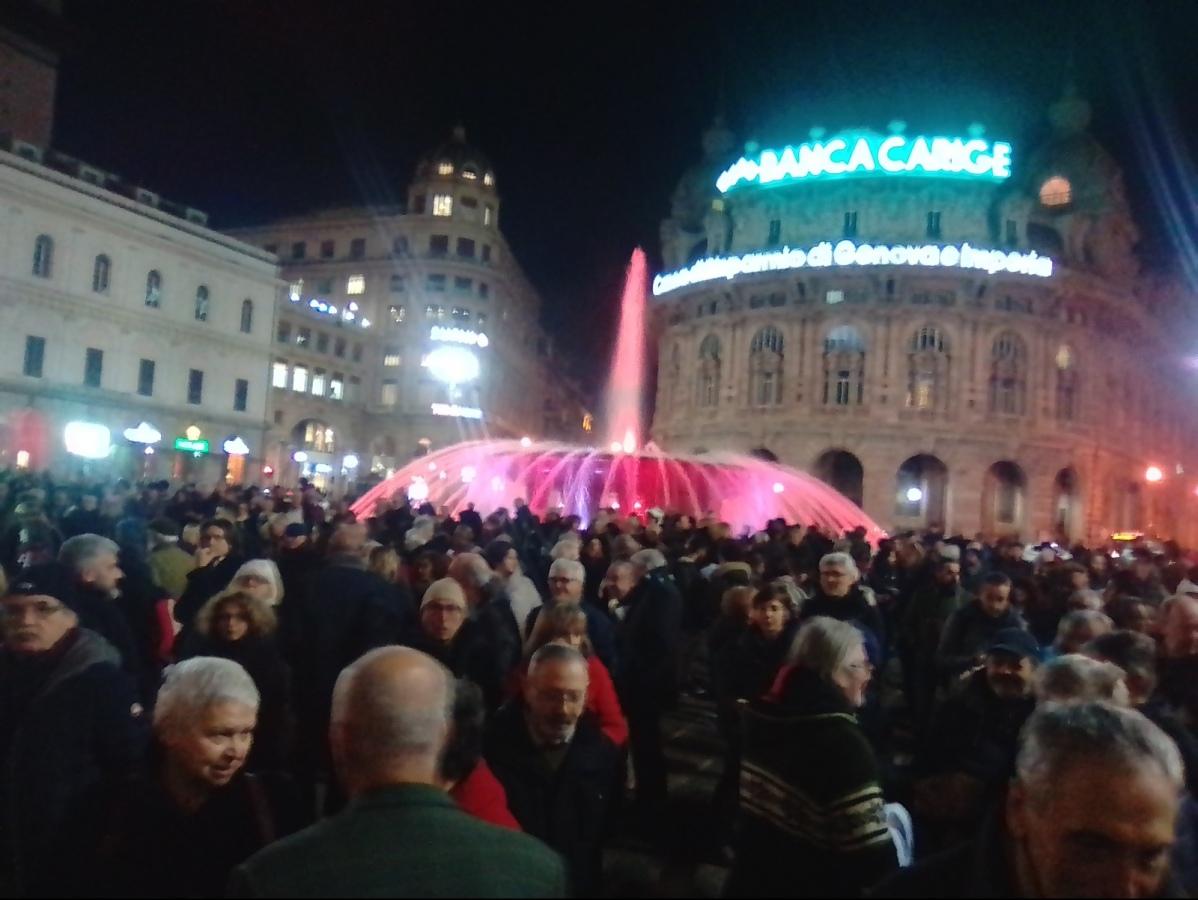 In 2000 ieri al presidio in P. zza De ferrari anche la sindaco Ghio contro il Decreto Salvini