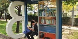 Fermate letterarie attendono nel traffico
