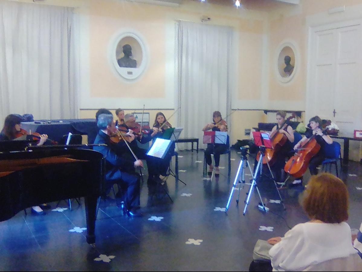 """Nasce l'orchestra d'archi """"Paganini Esemble"""" che ha debuttato oggi con successo"""