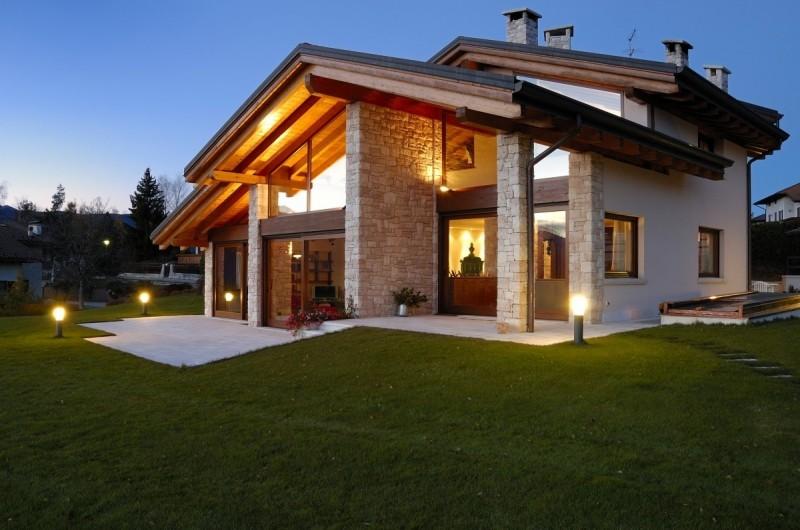 Il primo capitolo del romanzo toscano la casa con le for Vetrate case moderne